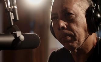 cena-do-documentario-jards-de-eryk-rocha-sobre-a-vida-e-obra-do-cantor-e-compositor-j