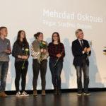 """Die Jugendjury 2016, Bürgermeister Burkhard Jasper  und Regisseur Mehrdad Oskouei (""""Starless Dreams"""", Filmpreis für Kinderrechte) #ffos16_Foto © www.kerstin-hehmann.de"""